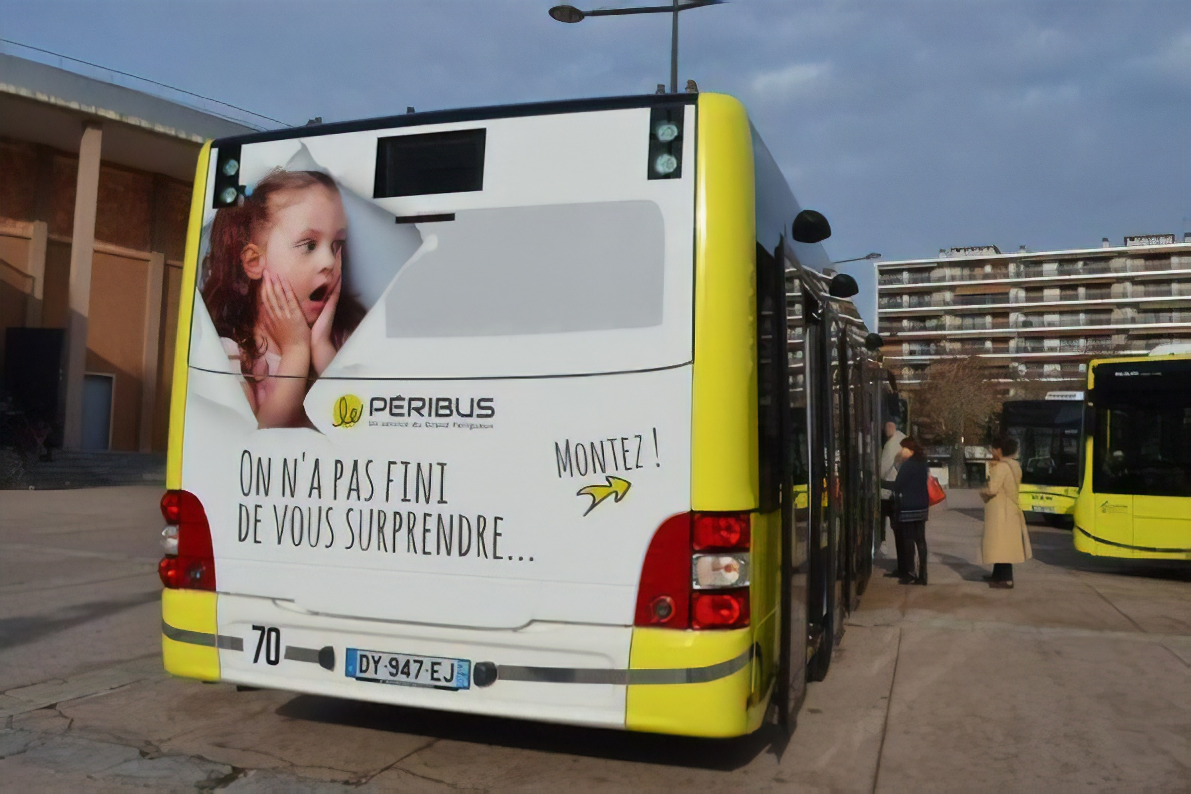 bus-peribus_lightbox-magic